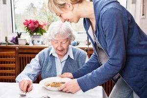 eating challenges with dementia - caregivers phoenix